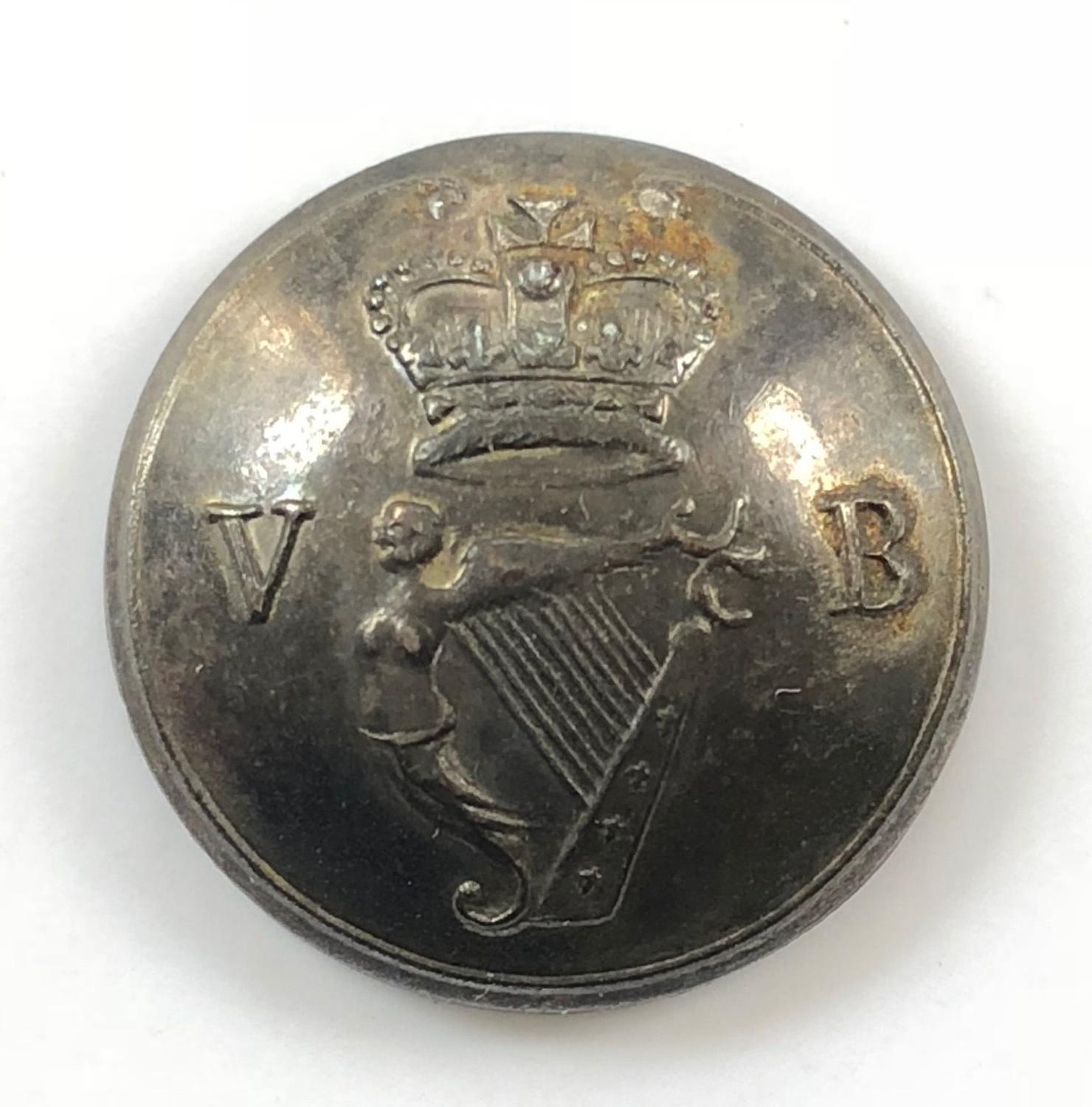 Irish Volunteer Officer's silver plated coatee button circa 1798-180