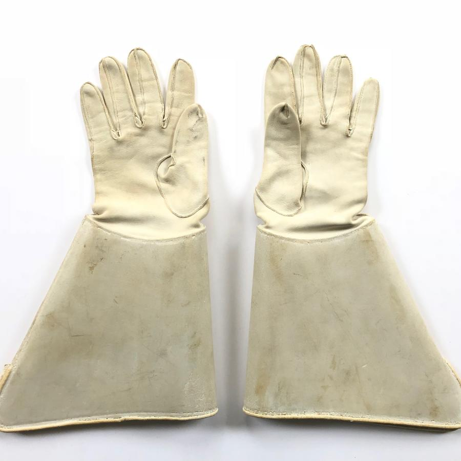 Victorian / Edwardian Cavalry Officer White Leather Gauntlets.